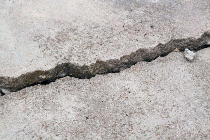Concrete crack settling