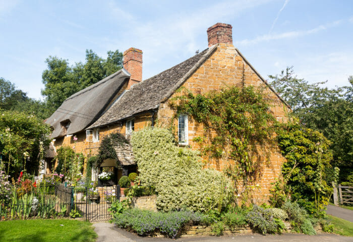Old cotswold stone house in Ilmington that looks beautiful