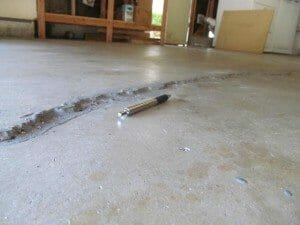 Cracks in concrete floor with no rebar