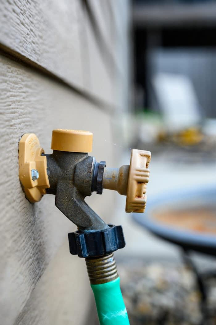 Freeze proof spigot for garden hose